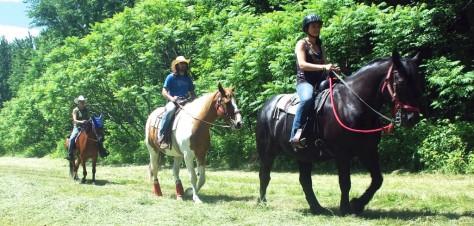 horseback-farmbytheriver